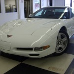 Chevrolet 2000 White Front View Wallpaper